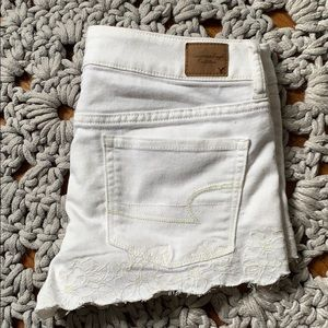 White AE flower detail shorts